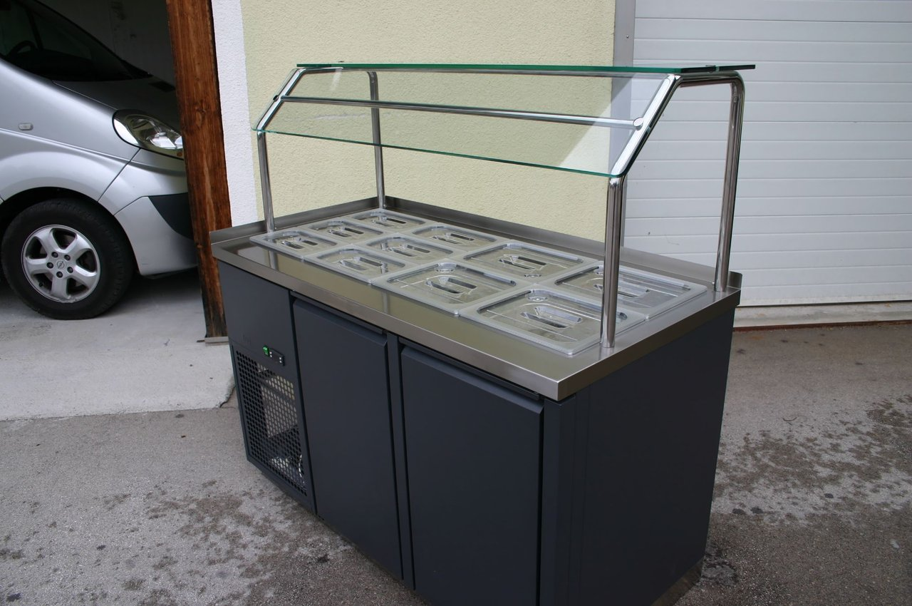 hladilna-vitrina-solatni-bar-moderna-oblika