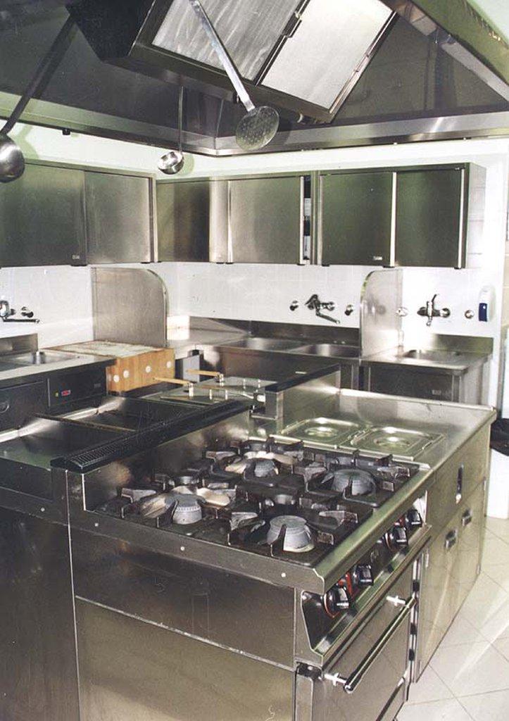 nevtralna-kuhinjska-oprema