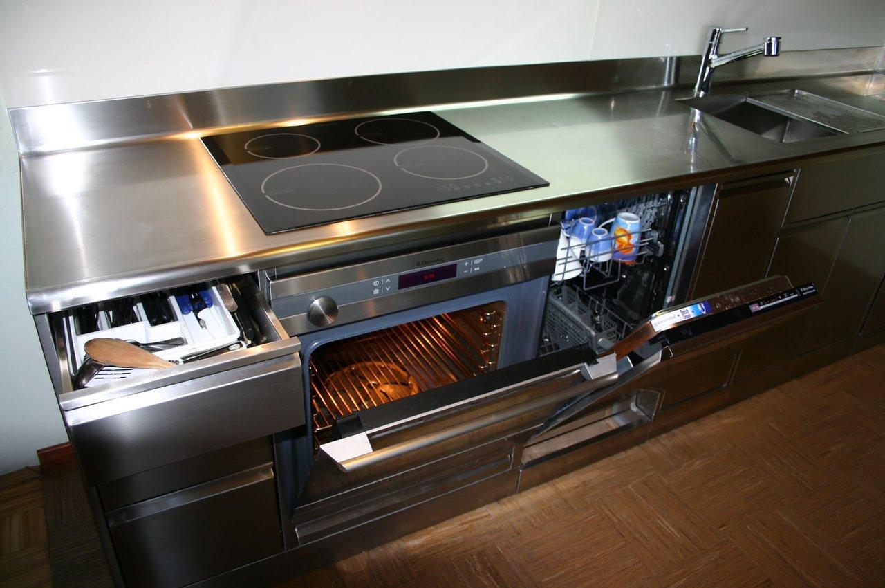 primer-gospodinjske-kuhinje-inox-izvedba-2